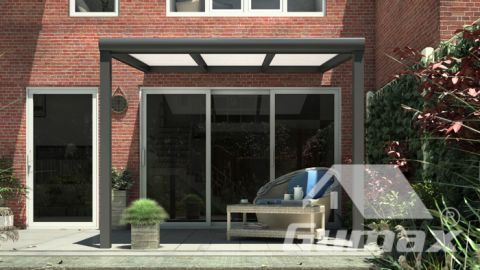 Gumax terrasoverkapping vooraanzicht 3.06m breed x 2.5m diep modern antraciet met opaal polycarbonaat dak