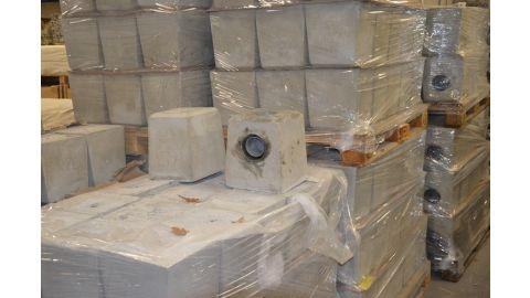 Set 2 betonpoeren waarvan 1 met HWA
