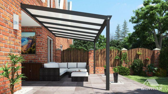 gumax terrasoverkapping zijaanzicht 606m breed x 3m diep klassiek antraciet met opaal polycarbonaat dak