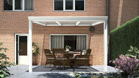 Klassieke terrasoverkapping in mat wit van 3,06 x 3,5 meter met heldere polycarbonaat - Tuinmaximaal