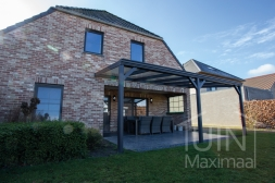 Klassieke Gumax® Terrasoverkapping in mat antraciet van 6,06 x 3 meter met glazen dakplaten inclusief Gumax schoren