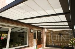 Gumax® Automatische zonwering in mat antraciet in gesloten positie