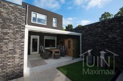 Moderne Gumax® Serre aanbouw in mat crème van 5,06 x 4 meter met een ingekorte breedte met opaal polycarbonaat dakplaten inclusief Gumax LED verlichting en glazen schuifwanden