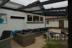 Moderne Gumax® Serre aanbouw in mat antraciet v glazen dakplaten inclusief Gumax glazen schuifwanden en glazen spie
