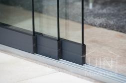 Gumax® Glazen schuifwanden in mat antraciet