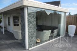Gumax® glazen schuifwanden in mat wit van aluminium
