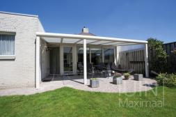 Gumax®Moderne Terrasoverkapping in mat creme 6 meter met opaal polycarbonaat dak