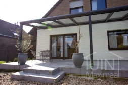 Moderne Gumax® Terrasoverkapping in mat antraciet van 8,06 x 4 meter met glazen dakplaten