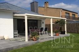 Moderne Gumax® Overkapping aan huis in mat crème van 7,06 x 3,5 meter met glazen dakplaten