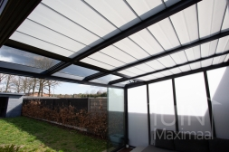 Gumax® zonwering in mat antraciet inclusief Gumax® glazen schuifwanden en polycarbonaat zijwand