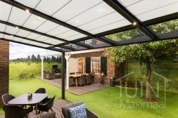 Moderne Gumax® Terrasoverkapping in mat antraciet van 5,06 x 3,5 meter met glazen dakplaten <br>inclusief Gumax zonwering en LED verlichting