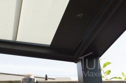 Gumax® automatische zonwering in mat antraciet close-up