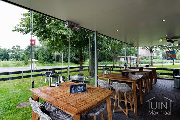 cafetaria met openbare glazen schuifwanden gumax